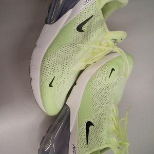Shoes - Air Max 270